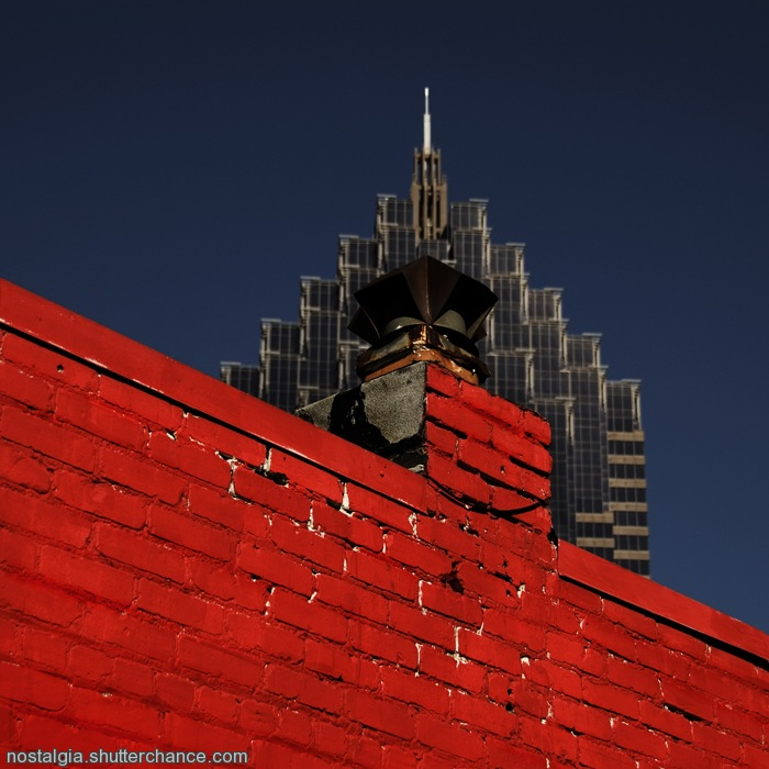 photoblog image City Contrasts: Red vs. Blue